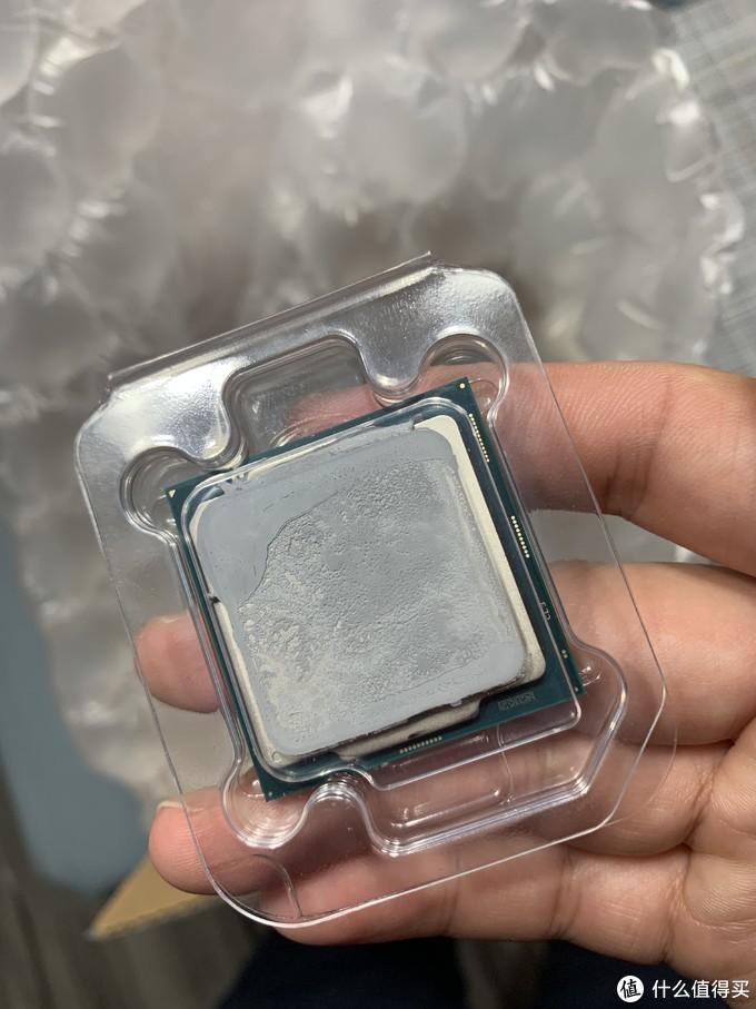 硅脂都没有擦干净的新鲜i7-10700k
