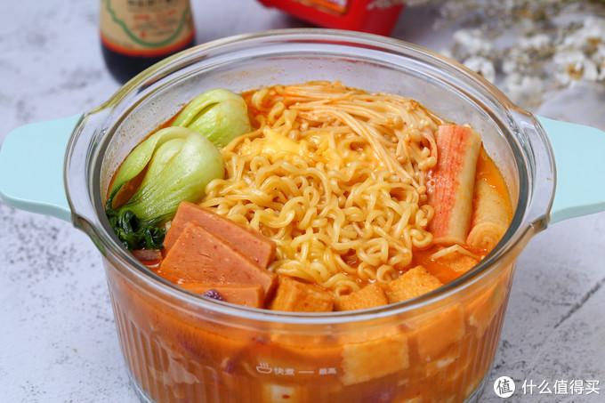 气温骤降还是吃火锅最过瘾,食材丰富汤汁浓郁,在家十分钟就搞定