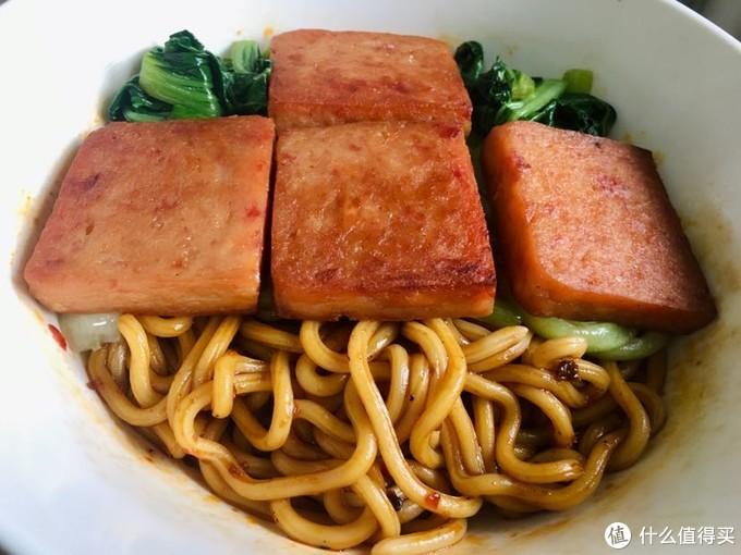 煎午餐肉,梅林这款差一点,含肉高的很香