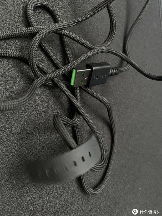 绿色的U口很好看,扎带也是很软的哪一种橡胶