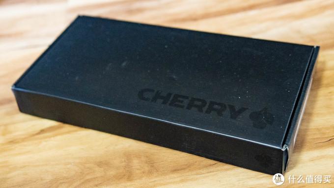 大厂包装惯例,就一个纸盒子,里面只有一把键盘和一张说明书