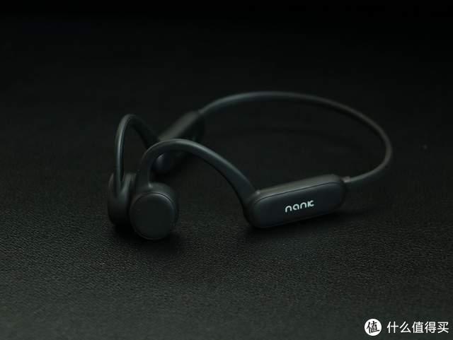 南卡骨传导耳机Runner Pro支持八级防水,自带8G存储,可戴着游泳