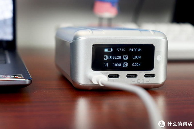 征拓SuperTank Pro移动电源评测:4口盲插100W极速快充,实时屏显,可刷固件