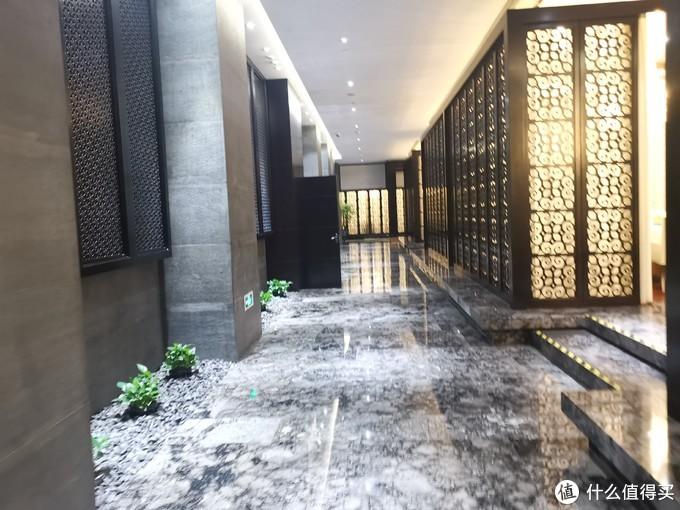云南篇:在昆明洲际酒店的黑珍珠一钻餐厅—香稻轩,让我吃到了目前吃过最好吃的鲜花饼