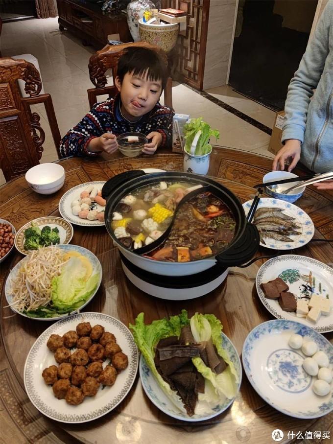 麻辣与鲜香的交融,一口鸳鸯锅满足全家味蕾