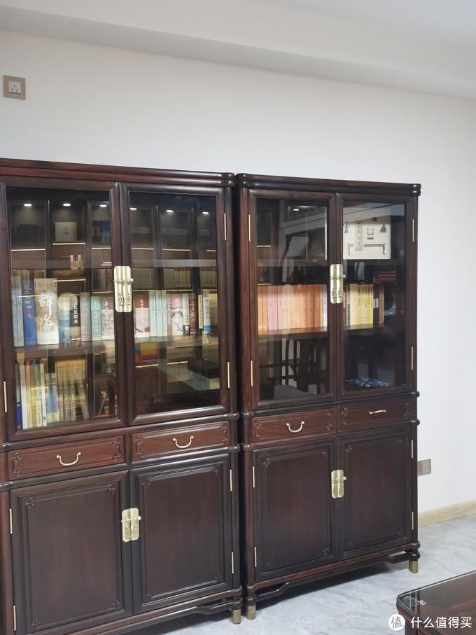 这个柜的书是古典为主