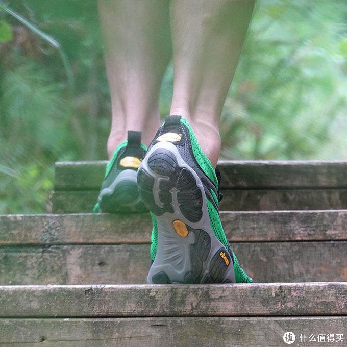 享受赤足之感——最简约的跑步鞋