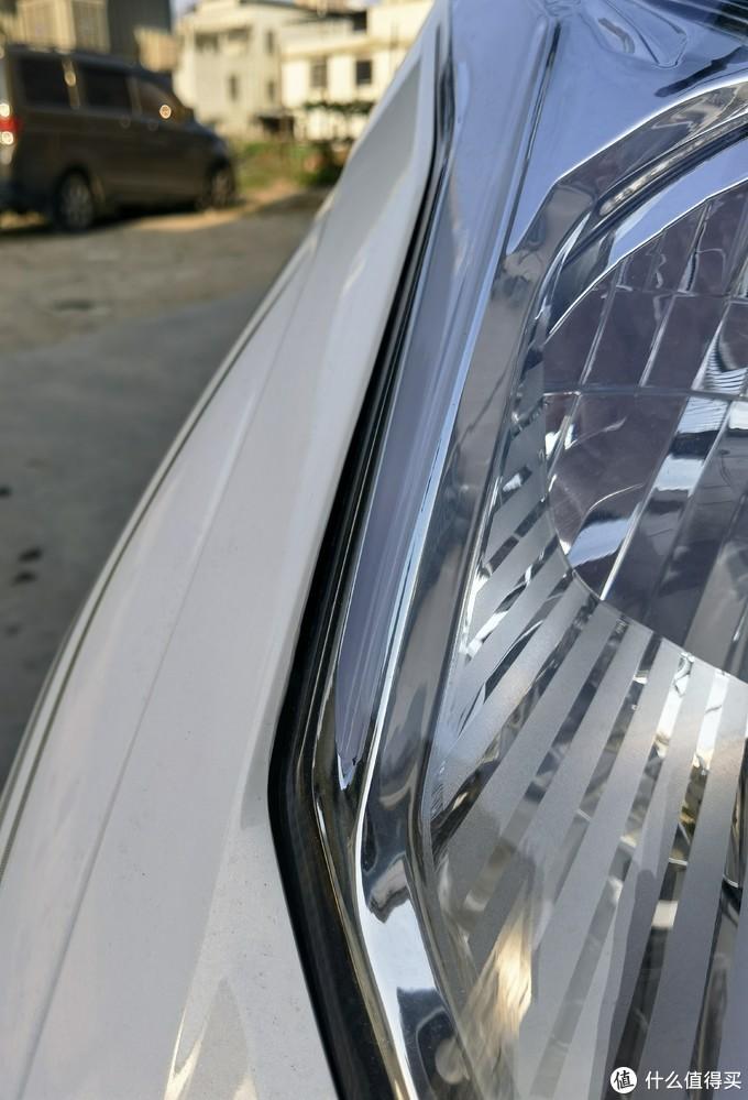 装配工艺符合新本一贯的水准,缝隙大约也就是5-8MM左右,毕竟本田不管汽车还是摩托车都是买发动机送车的。