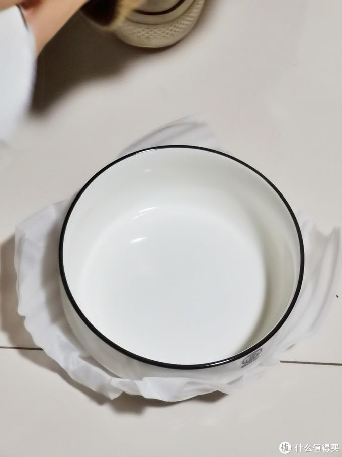 大面碗,你看这个碗它又大又圆