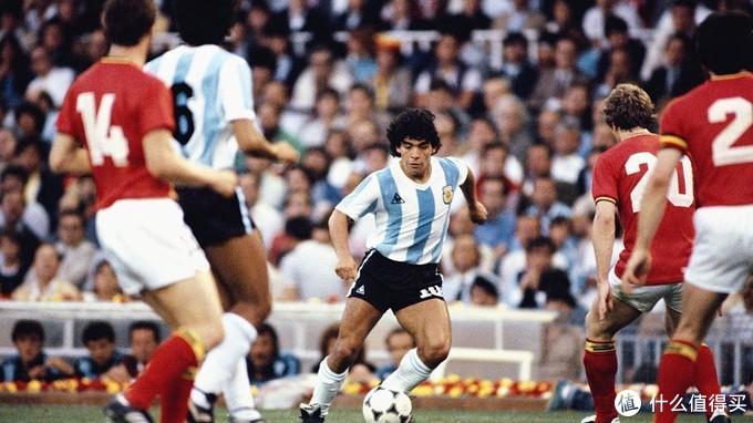 传奇落幕!阿根廷球星马拉多纳因病去世,享年60岁