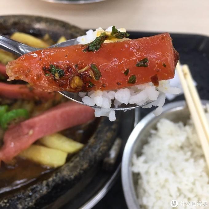 大学食堂也有美食冠军,一口牛杂一口石锅,浑身充满能量