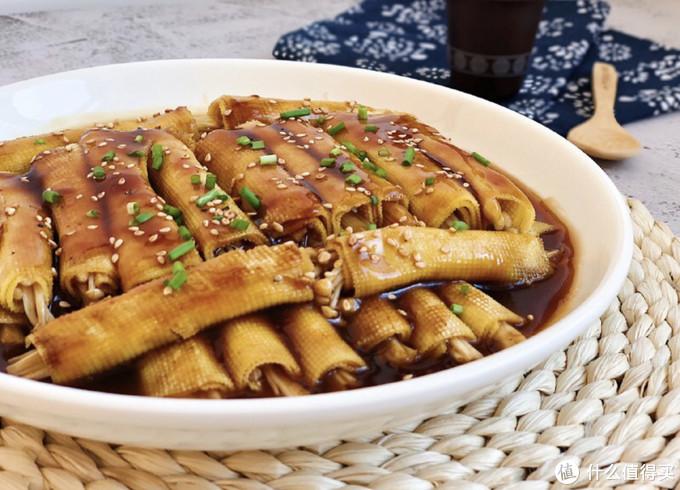 豆皮金针菇卷,菜香汤美,真正的下饭菜