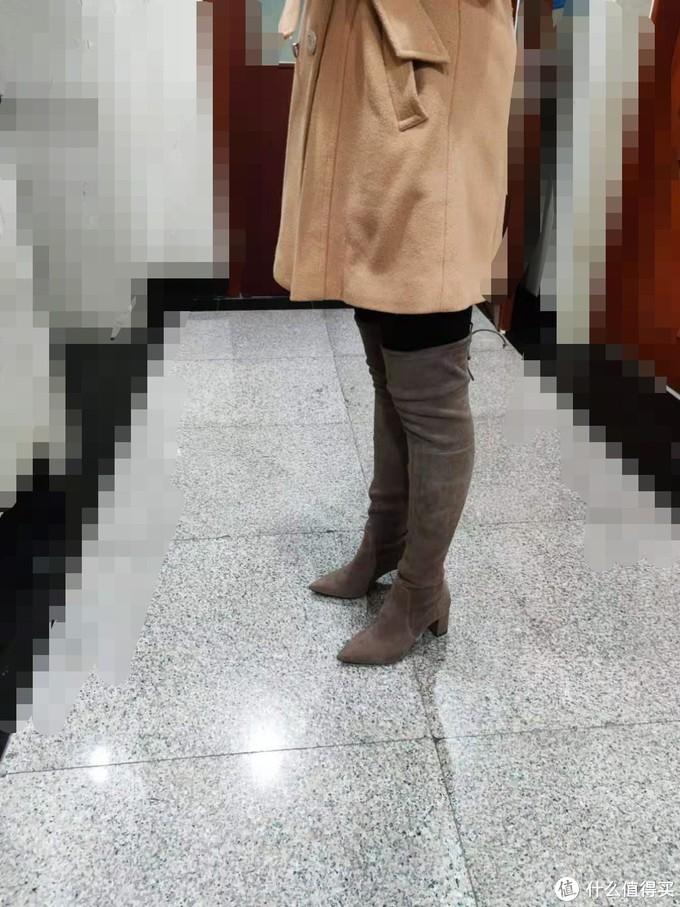 角度原因,拍照功力太差,不太显,实际看着挺能修饰腿型的。
