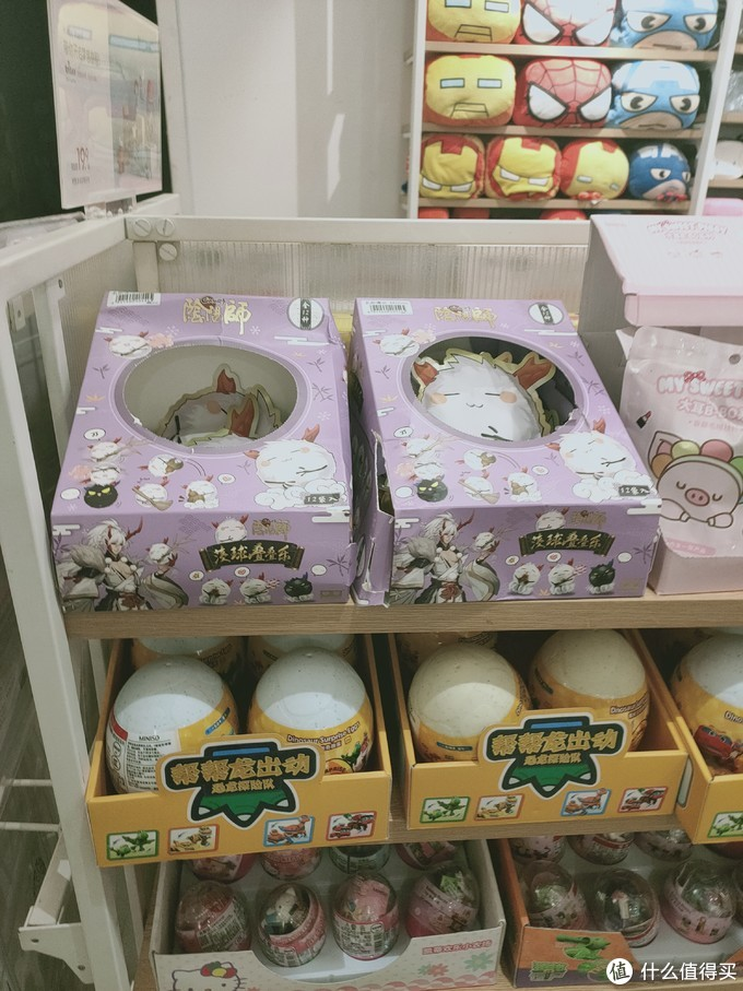 这张图时候拍的,达摩盲盒已经售罄,只要茨球的盲盒,价格也是15元一个,一套盲盒共计12款式