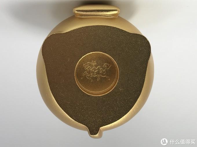 """""""恭喜发财""""鼠底部只有铜师傅的LOGO"""