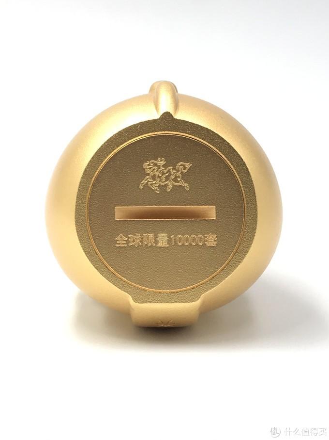 """""""牛气冲天""""牛底部巧妙的把铜师傅LOGO设计成了旋钮,可以打开的"""