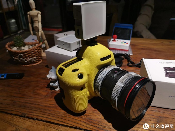 娇小玲珑,携带方便洋葱工厂布朗尼摄影灯评测