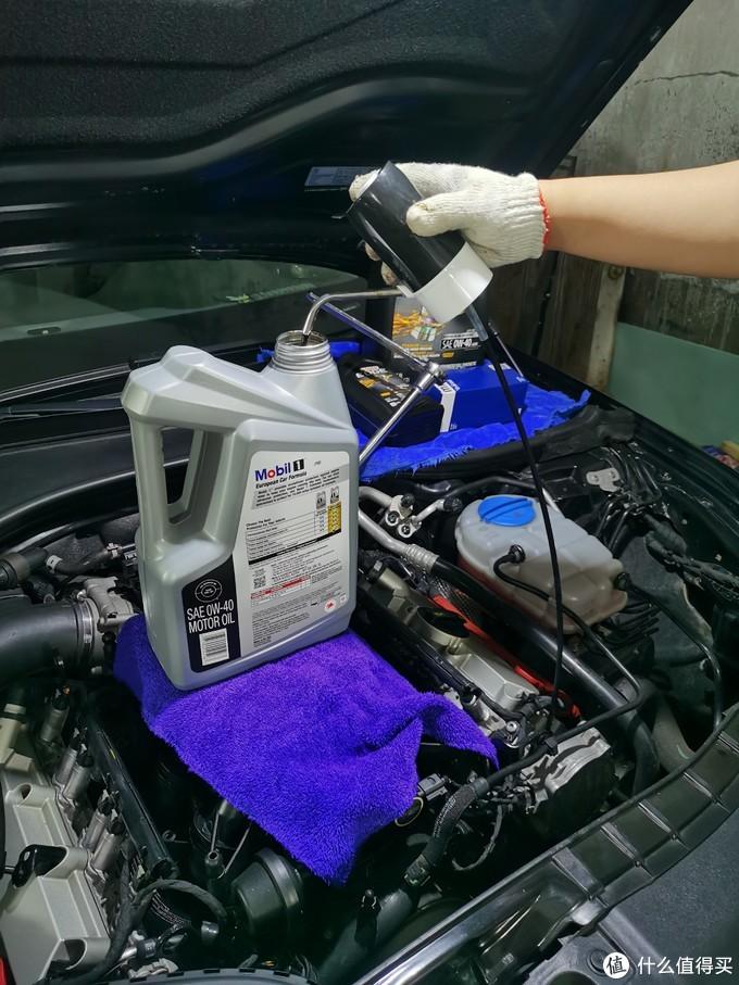 剪短硅胶管,实现水泵和抽油管的最短衔接,抽油效率立刻提升