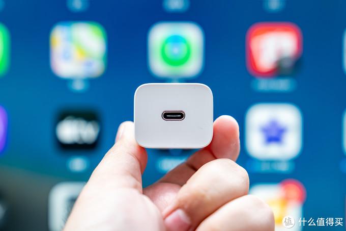 """拒绝 iPhone 12 的""""环保税"""",49 元倍思超级硅 20W PD 充电器了解一下?"""