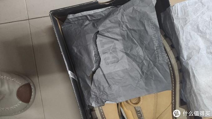 先到的是cat黄靴,开箱发现显然是退换货的,纸都破了,还好我不是在乎这点细节的人