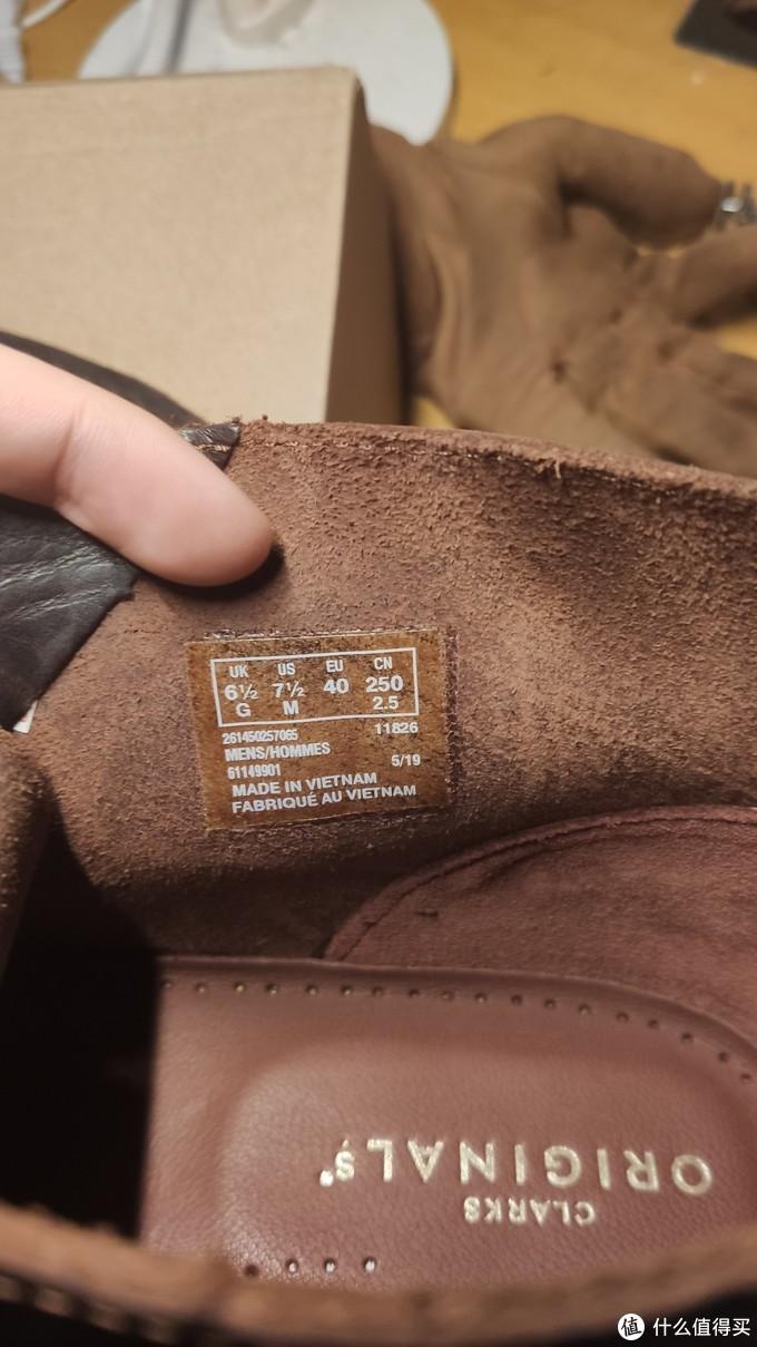 尺码如图,鞋底下有个软垫,类似zoom?