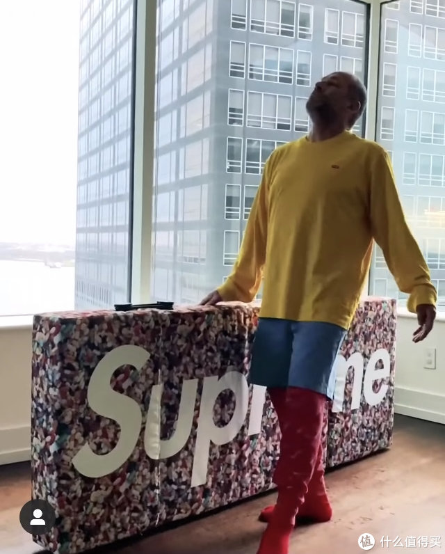Supreme推出沙发床:意大利Kartell TRIX