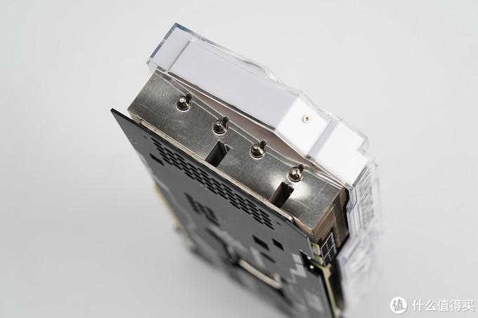 散热器采用6根6mm镀镍复合热管贯穿鳍片。