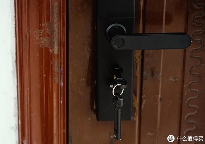 告别传统门锁,小益智能指纹锁E205T开箱体验,指纹、刷卡、手机都可开!