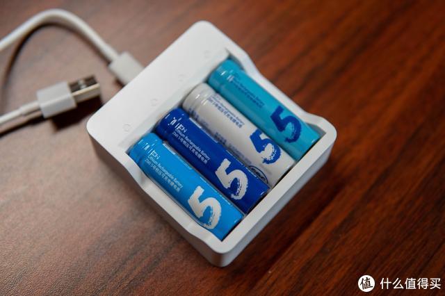 日常生活处处可见但依旧有所不同,紫米充电锂电池套装的小细节