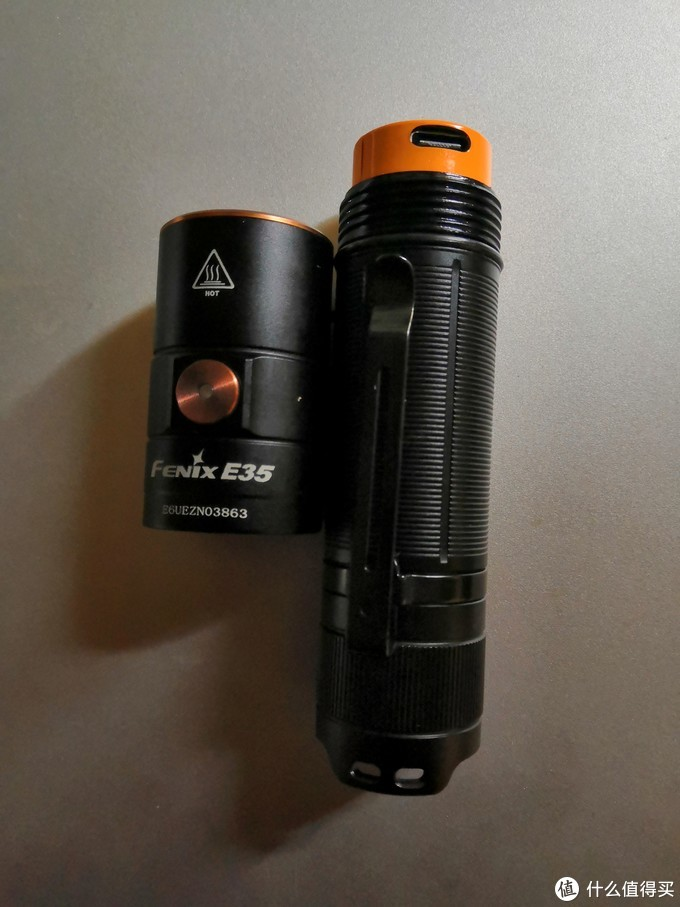 取出电池充电,这种设计对粗心的户外人非常友好