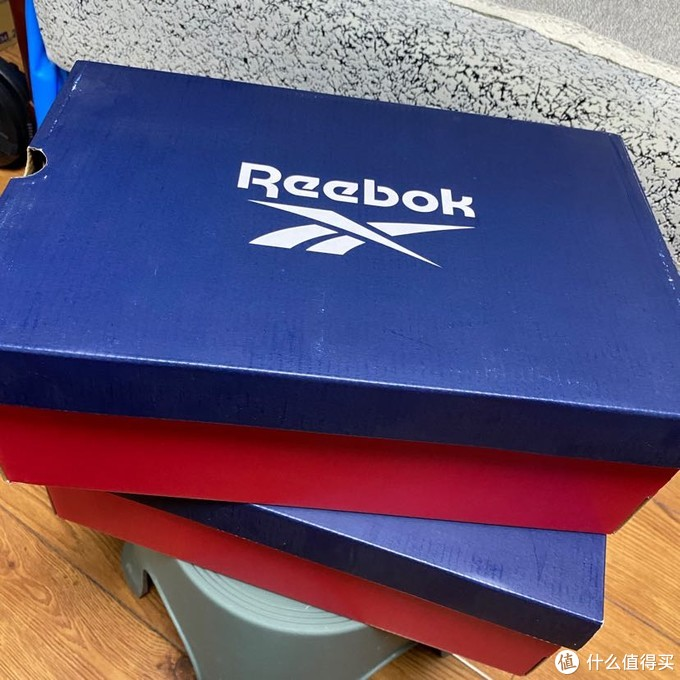 蓝红鞋盒还挺好看的