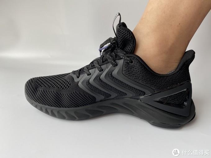 踩屎的味道我知道——匹克态极天择跑步鞋
