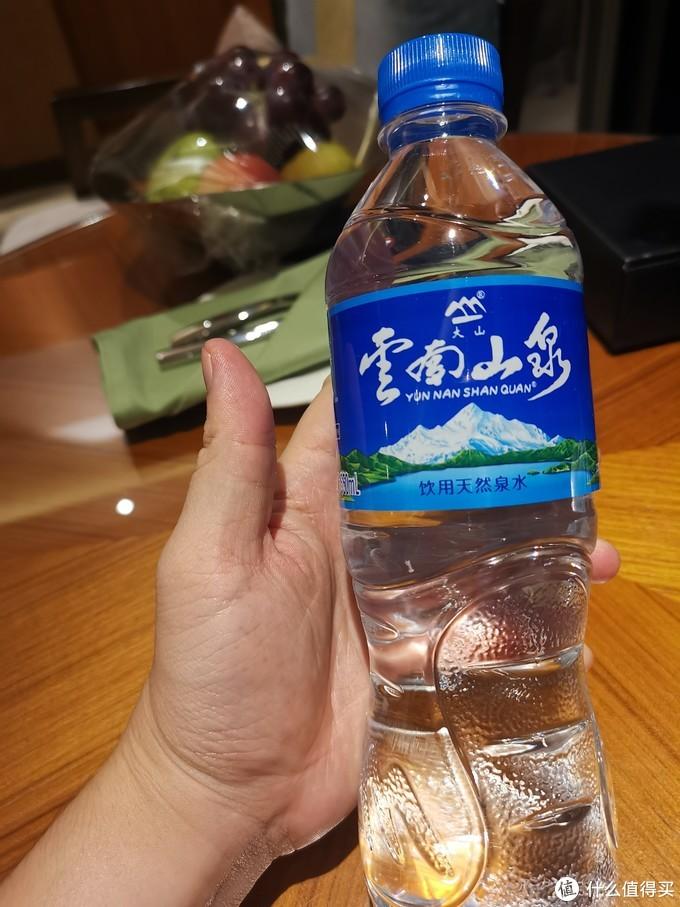 饮用水是云南山泉