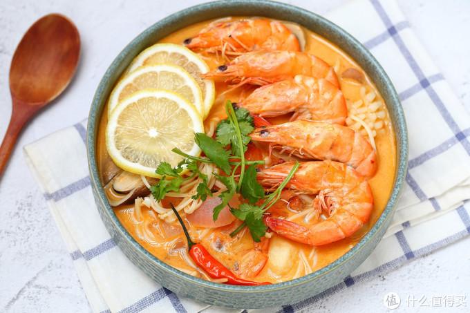 简单快手泰式冬阴功汤,十分钟煮一锅,酸辣鲜美料又足,太过瘾了