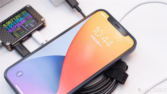 让iPhone12摆脱有线充电的束缚,倍思极简Mini磁吸无线充电器