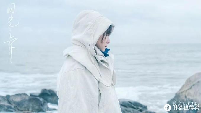 《日光之下》:少女成长的阵痛与迷惘
