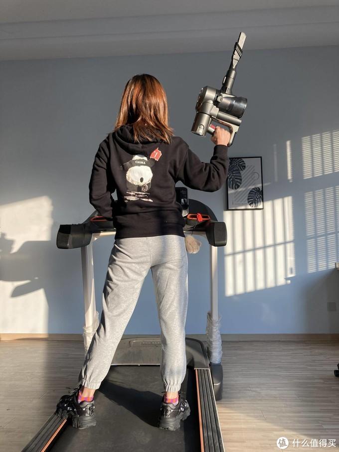 健身房的新成员,洒拖一体机轻松搞定清洁需求