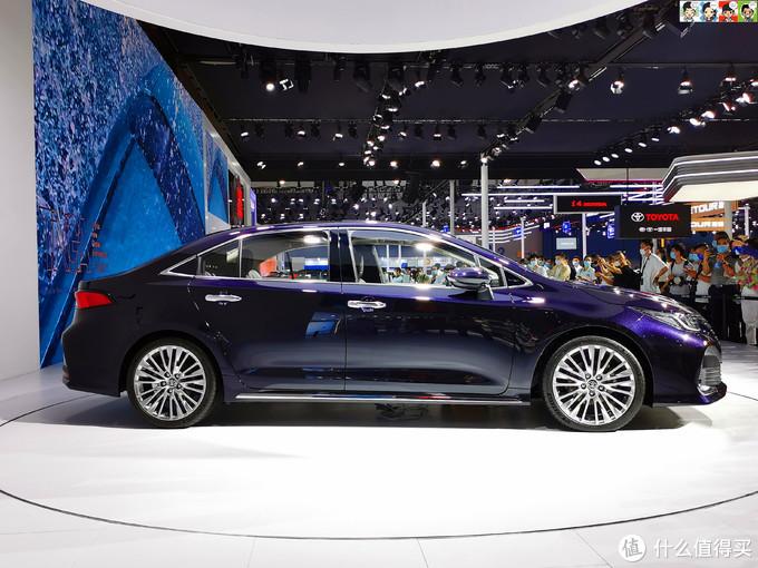 车身修长,2750mm整体轴距,980mm媲美中级车的后排,乘坐空间值得期待。