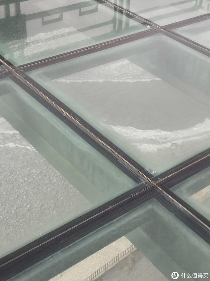 悬空玻璃观景台