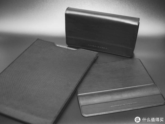 旅行套装三剑客:手包、鼠标垫和笔记本包。