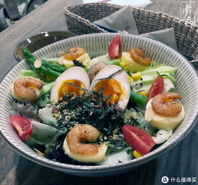 所有主食都搭配溏心蛋,这家开在成都的清淡料理,却引得食客争抢