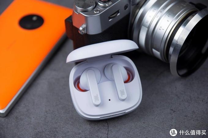 主动降噪+无线充电,售价1399的JBL蓝牙耳机卖点有点多