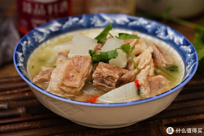冬季食补首选羊肉,和白萝卜一起炖,香嫩营养无膻味,简单又好喝