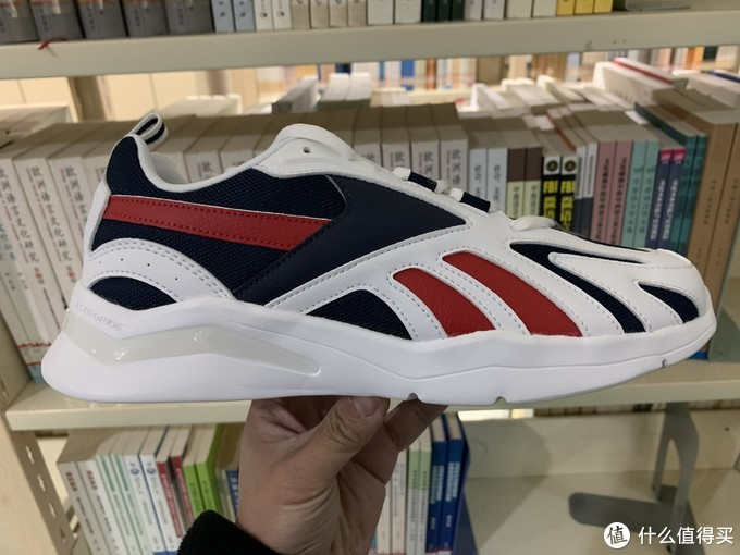图书馆猿のReebok 锐步 ROYAL ASTRORUN FZ4049 休闲鞋简单晒