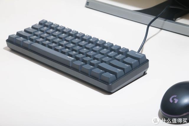 雷柏V860:价格便宜,风格简约的61键小键盘开箱