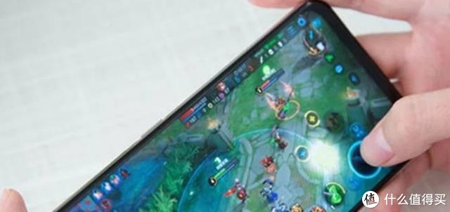 """Vivo的""""高价低配""""手机,明明配置很烂,为何玩游戏却很流畅"""