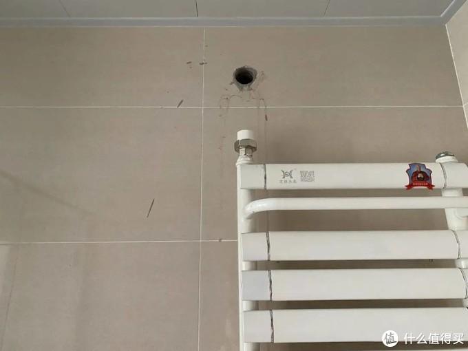 ▲施工现场等着工人连接铁管