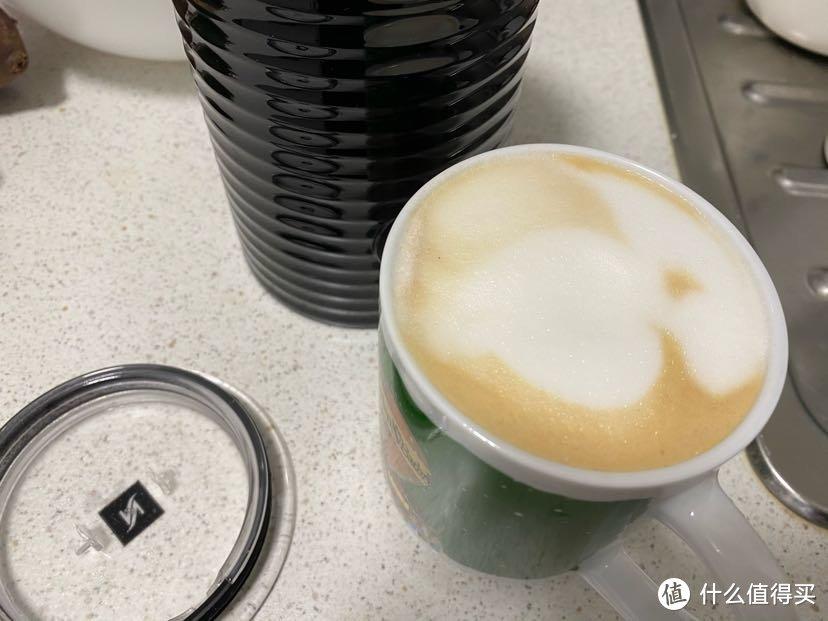 是店里cappuccino的样子,跟latte macchiato长的不一样