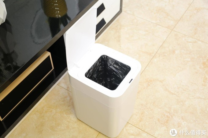 智能垃圾桶真的那么好用吗?第一次用感觉被种草了!