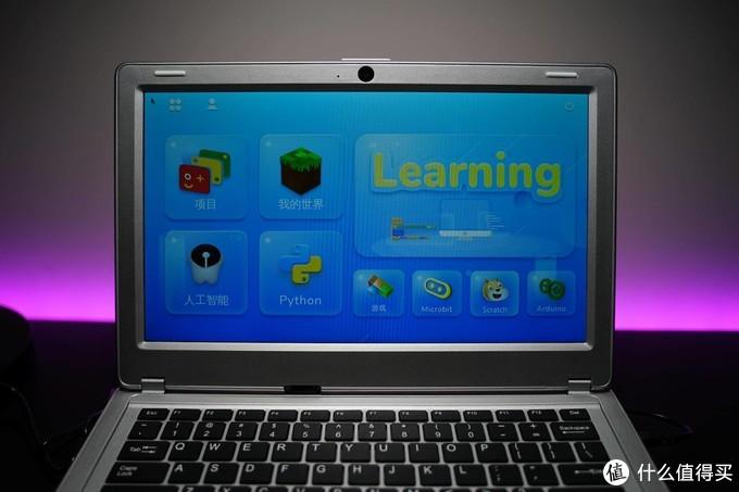 软硬件结合,内置教程浅学易懂,程序员爸爸体验壳乐派编程学习机